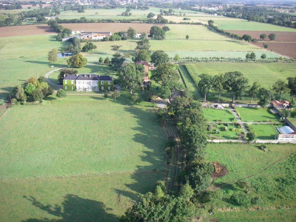 Le jardin clos avec piscine g te domaine de l 39 ecorce for Jardin clos